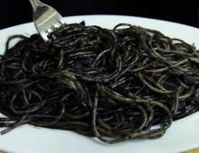 Spaghettoni con sugo al nero di seppia (link box)